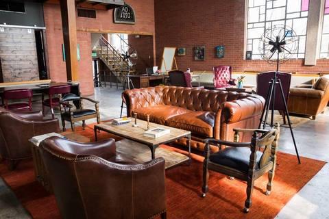 01 Lounge area