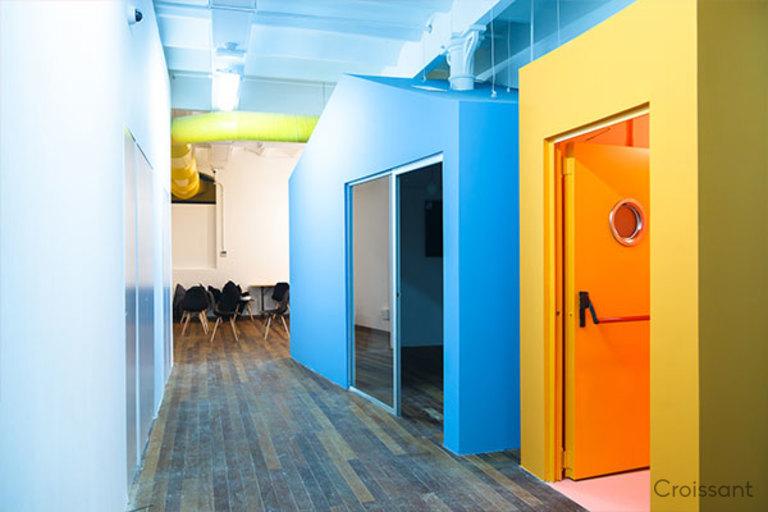 04 Hallway and Lounge