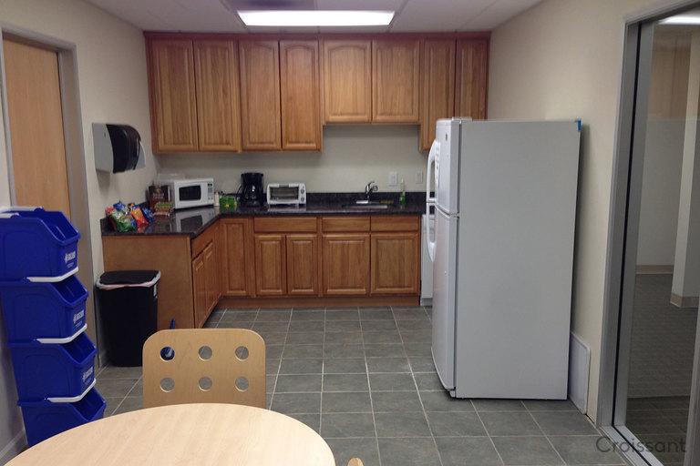 Downstairs Kitchen 04