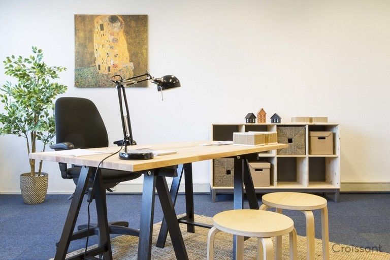 classy hot desk