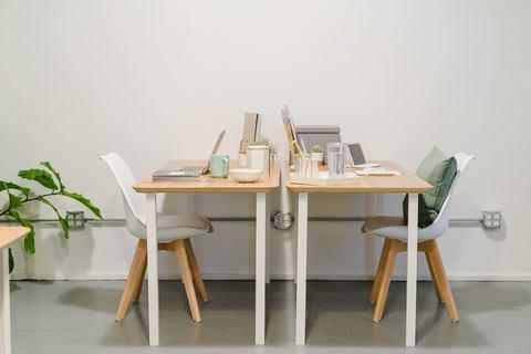01 coworking space desks