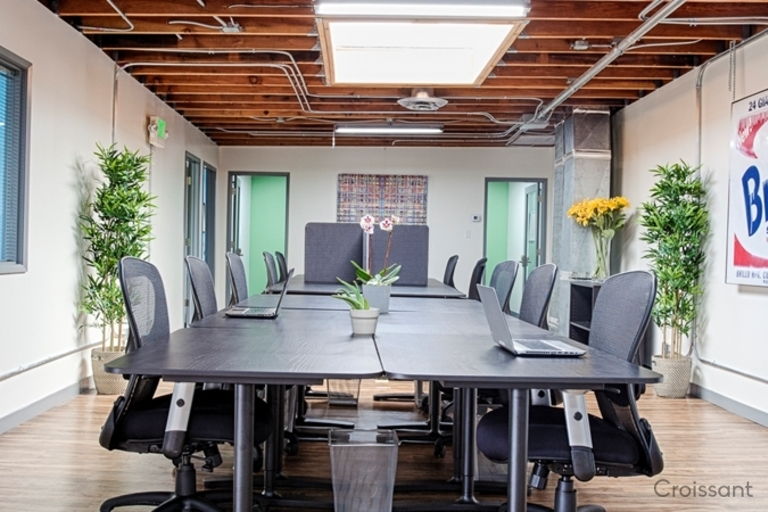 04 Large Conference Table
