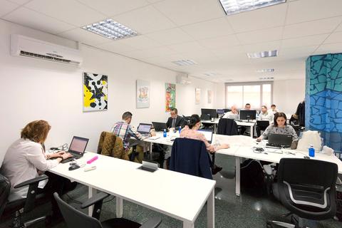 00 open format desk coworking area