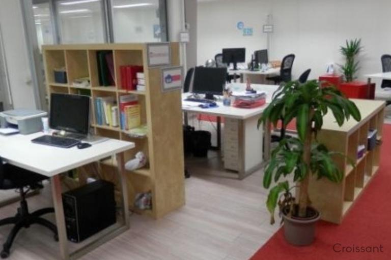 02 Common Desk Area B